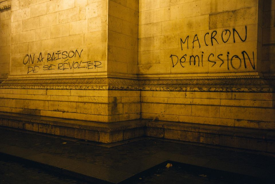 78-국제_마크롱 굴복시킨 프랑스 노란조끼 시위01.jpg