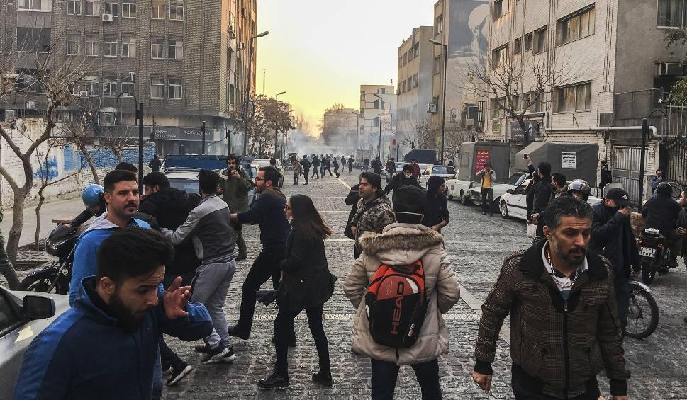 59-국제_이란 반정부 시위02.jpg